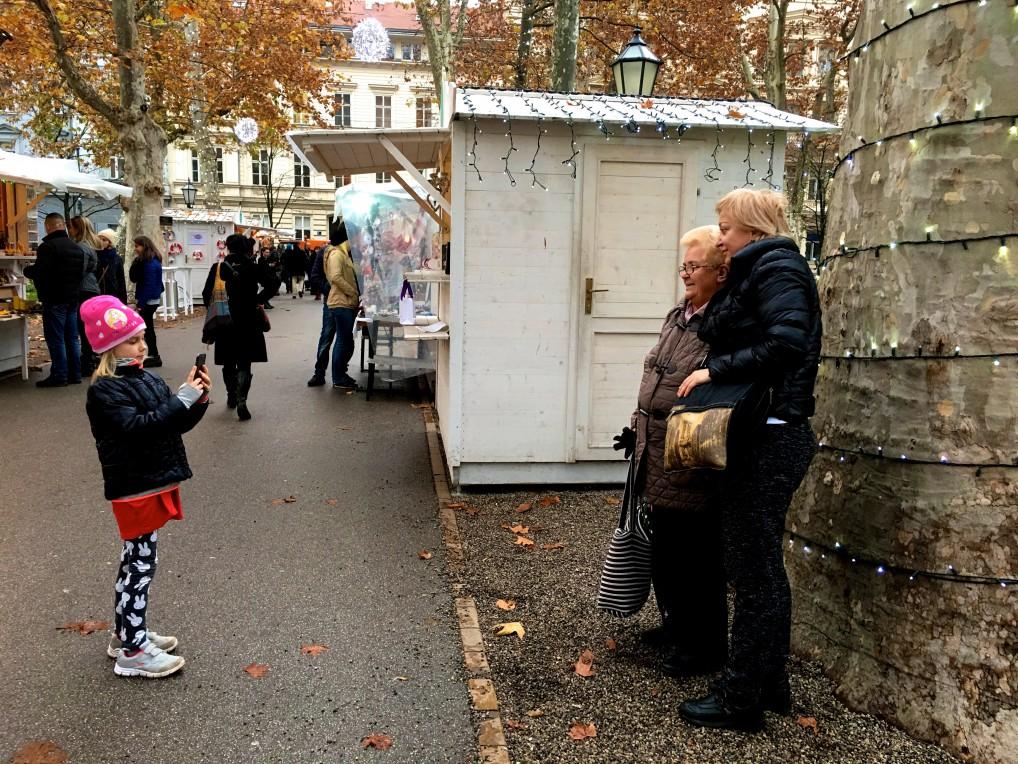 Tre generasjoner på Zagreb julemarked