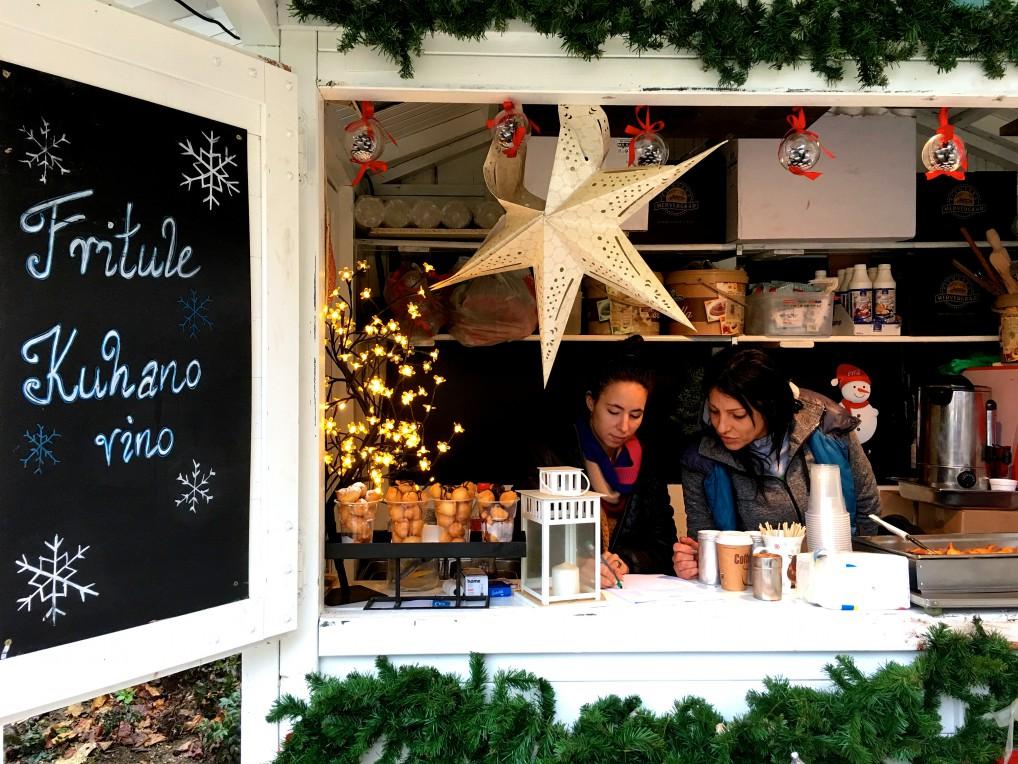 Bare for å ta det første først. I november var det ingen snø å se på Zagreb Julemarked.