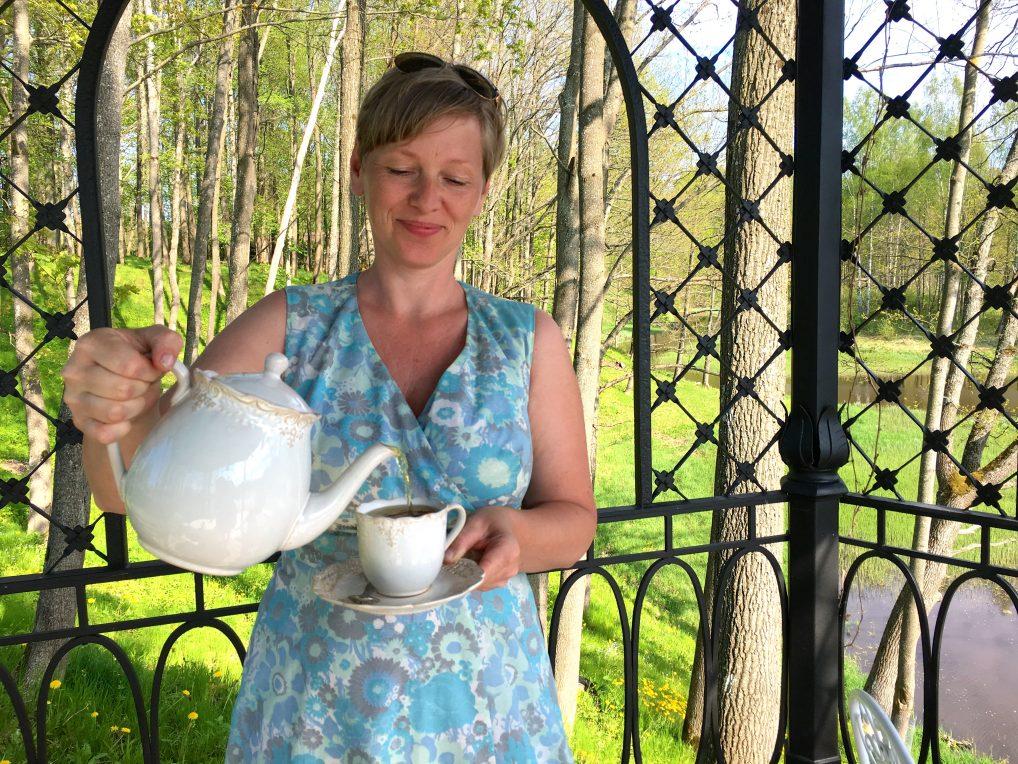 God urtete servert i paviljongen på Liepupe Manor, kun en time fra Riga.