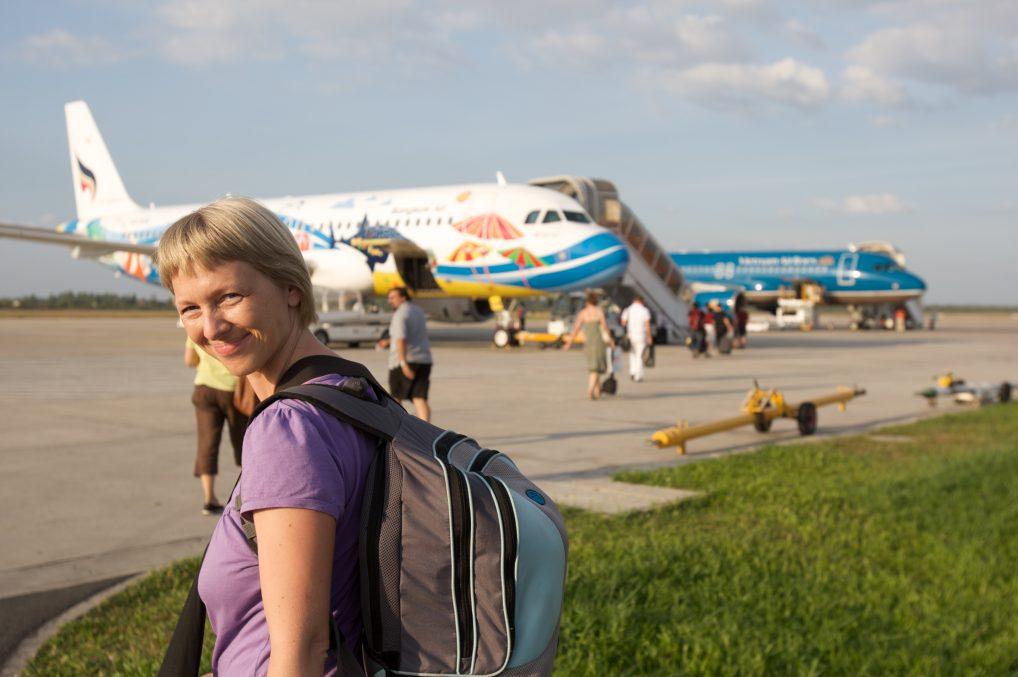 Alltid smart å ha en liten ryggsekk å ta med inn på flyet. Er du god, reiser du jorda rundt bare med en liten ryggsekk.