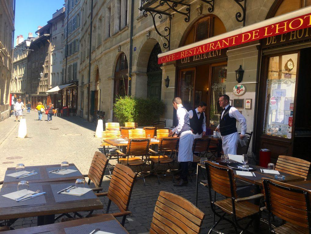 Restaurant De L'Hotel ligger rett ved Ler Armures, og ble anbefalt av guiden vår. Rakk dessverre ikke å teste den.