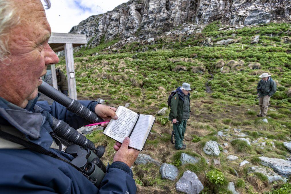 Mark Finn i Finnmark...Ja, fugleeksperten fra Storbritannia heter faktisk det. Han kan ikke få rost Varanger nok, og rangerer fuglekikking her høyt på skalaen.