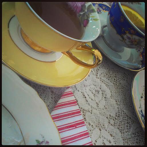 Fine, små kopper ser du mye av hos Betty's tesalong (Foto: Elisabeth Fauske)