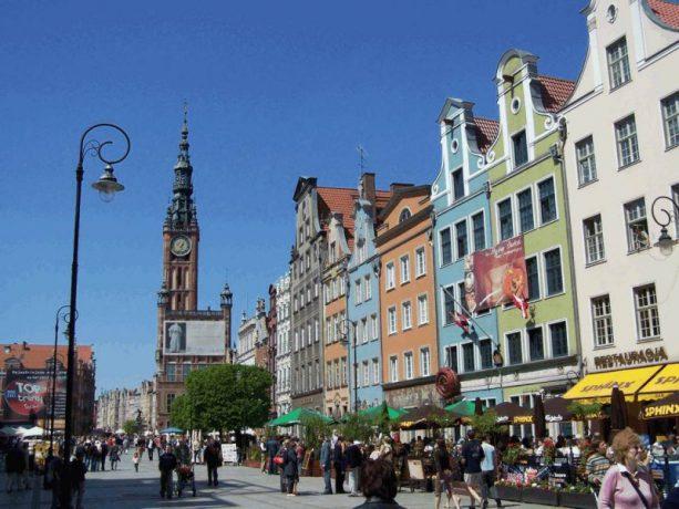 Høye og fargerike bygninger i Gdansk sentrum i Polen