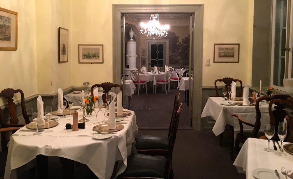 Dette rommet sees bittelitt fra hovedrommet vi satt i, og viser hvor stor restauranten egentlig er.