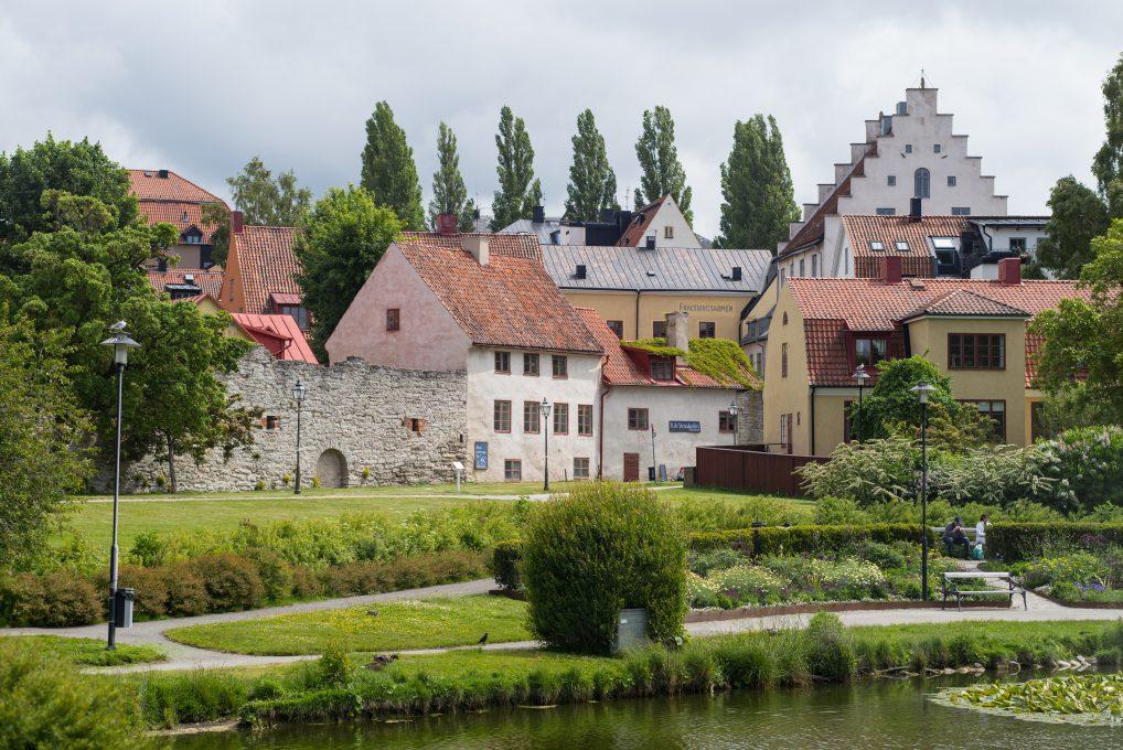 Hotellet ligger rett ved Almedalsparken og rett innenfor bymuren.
