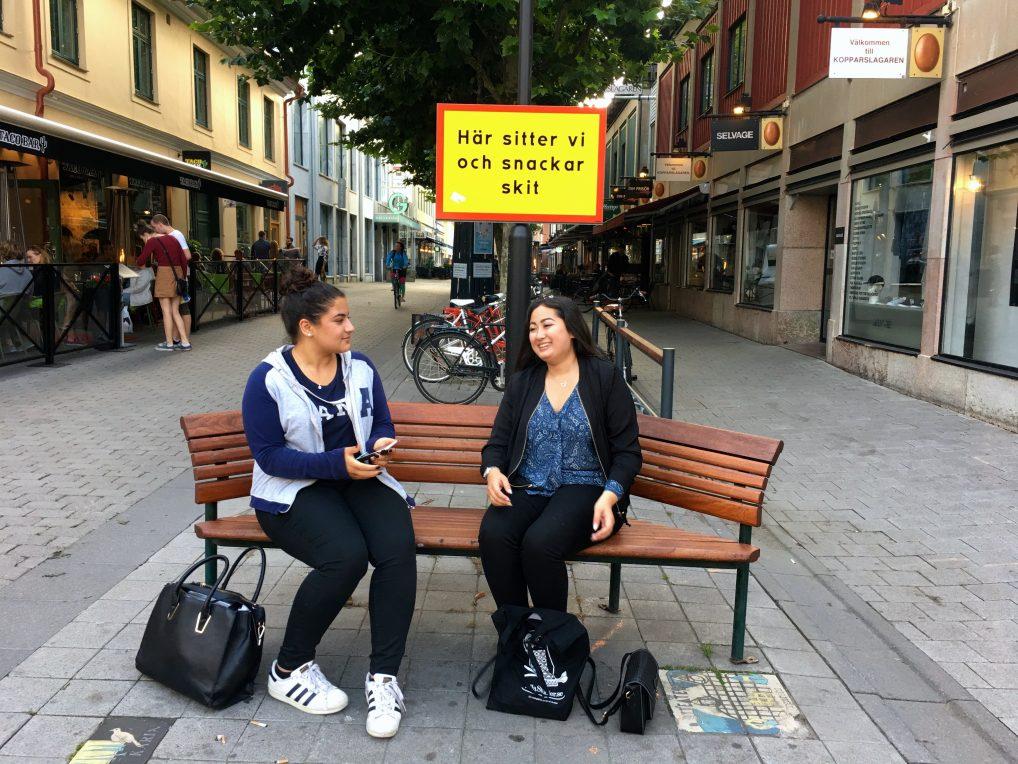 Disse hyggelige jentene sa med én gang ja til å bli tatt bilde av. Kule Kalmar, altså!