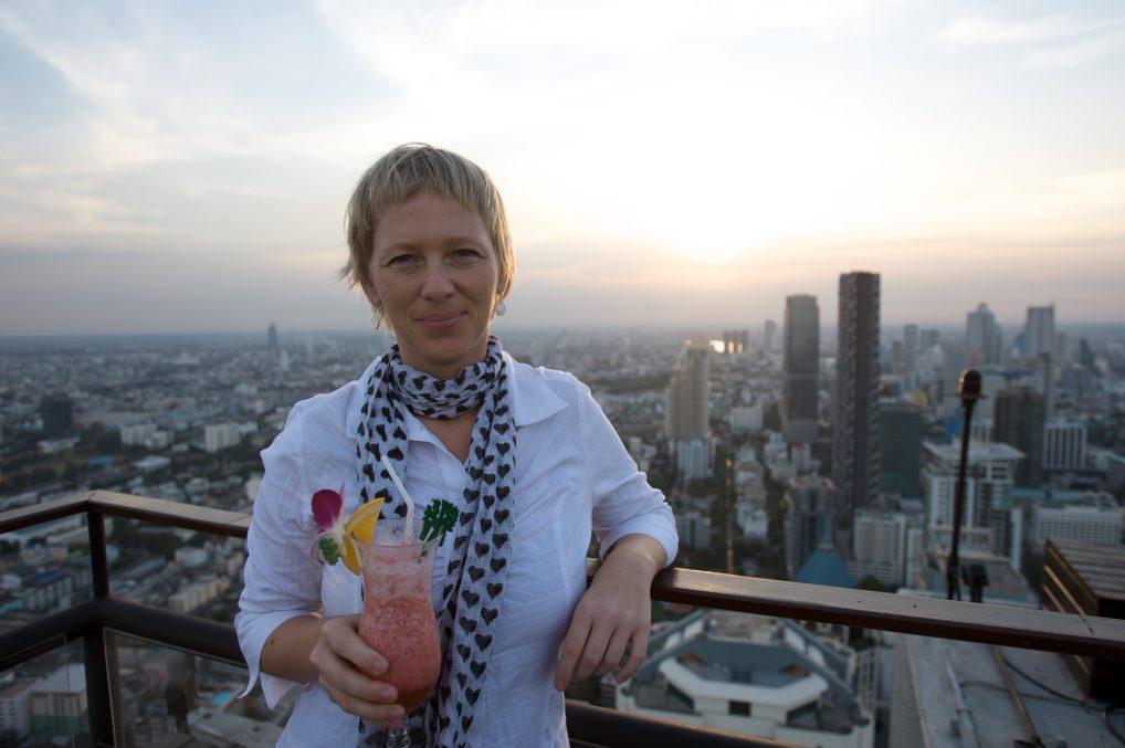 Banyan Tree Bangkok har plassert baren Vertigo på toppen. Fint også før solnedgangen.