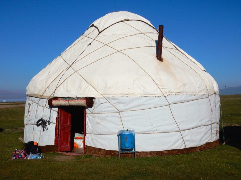En overnatting i en yurt ved sjøen var en del av turen.
