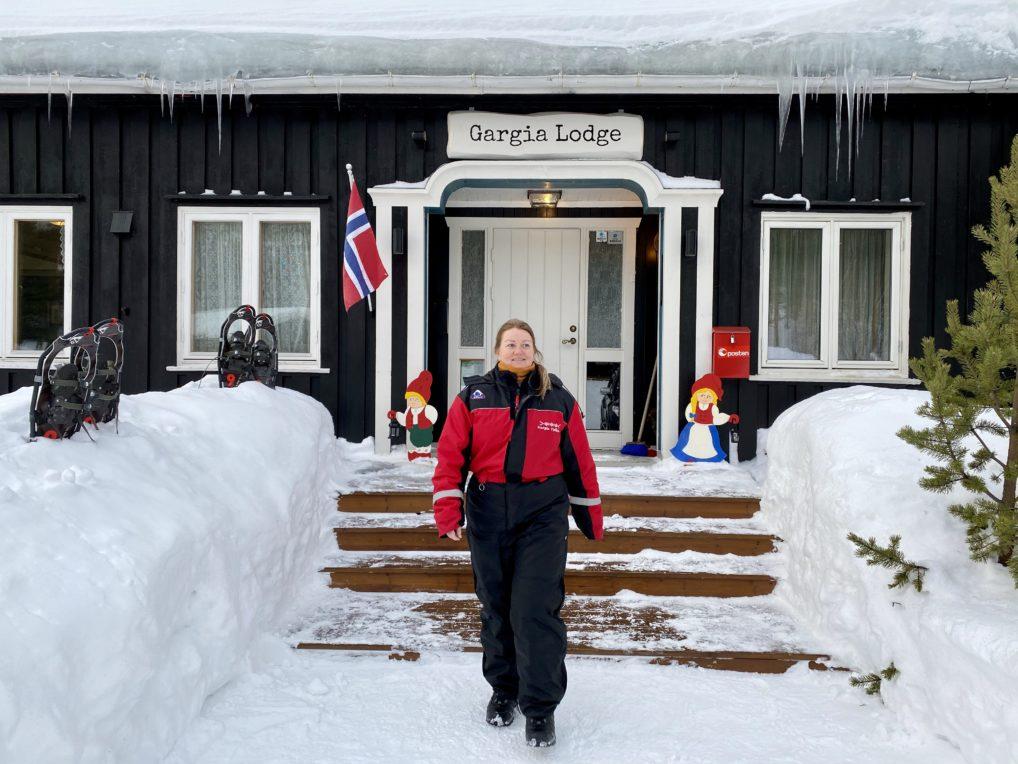 Snøskutersafari i Alta med Gargia Lodge hvor gjest er kledd for turen