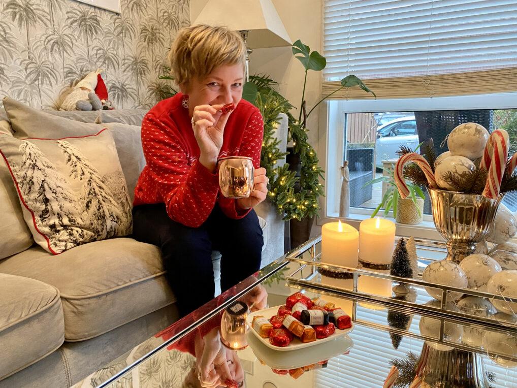 Hvordan få julestemning når livet er i esker, en venter på ny bolig og det er grønt overalt? Svarene kan nytes og begynner på M! - Alltid reiseklar