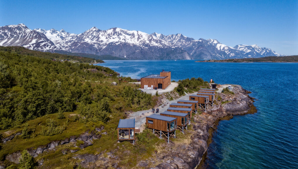 Lyngen aurora fjord cabins